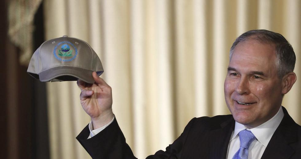 Il capo dell'Agenzia americana per l'ambiente Scott Pruitt non crede all'impatto della CO2 sul clima