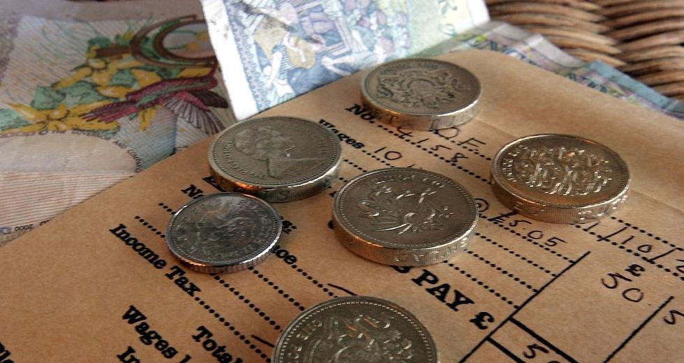 Cosa fareste con mille euro al mese? Reddito di cittadinanza alla prova in Francia