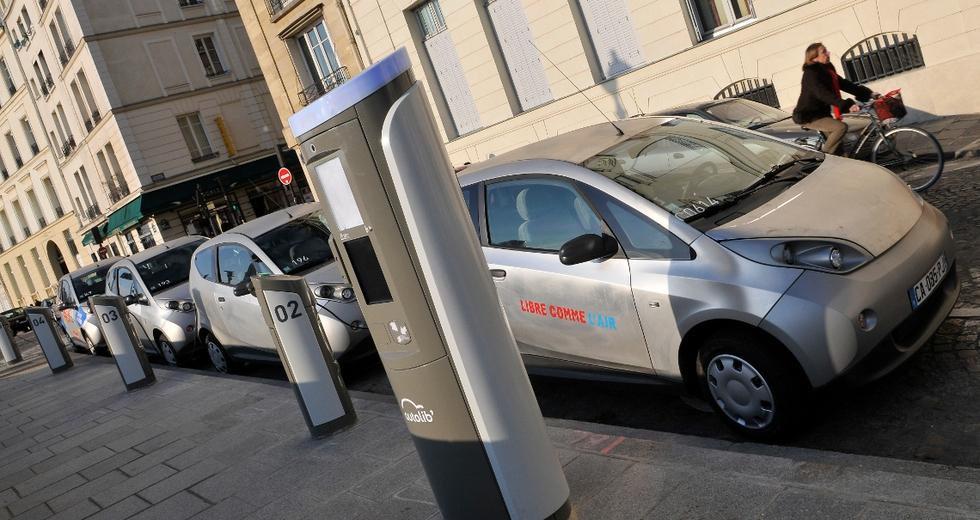 Car sharing elettrico, cosa non va in quello di Parigi