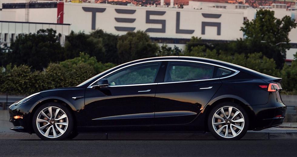 Il primo esemplare di Tesla Model 3, negli Stati Uniti costa 35mila dollari