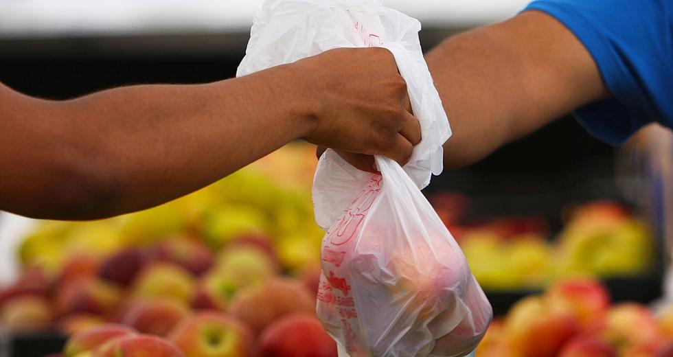Un quarto dei sacchetti per la spesa è illegale, secondo il Cnr di Catania e Legambiente