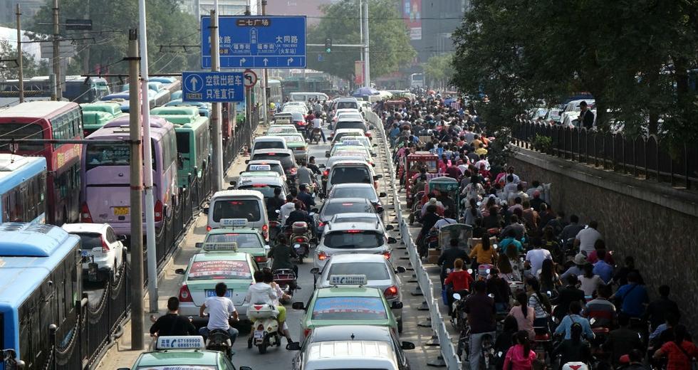 La Cina pensa di vietare le auto a benzina e diesel