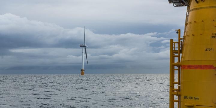 Desertec & solare vs nucleare - Pagina 7 Una-delle-5-turbine-del-parco-eolico-galleggiante-Hywind